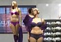 Les magasins Ahléns proposent des mannequins porte-vêtements de taille 10 ou 12.