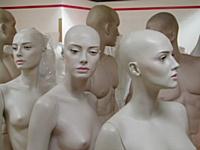 Un commerçant canadien s'offre des mannequins en chair et en os pour promouvoir ses produits