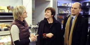 Carole Delga a rencontré une petite dizaine de petits commerçants du 10e arrondissement de Paris, dont la gérante de 'La crémerie'