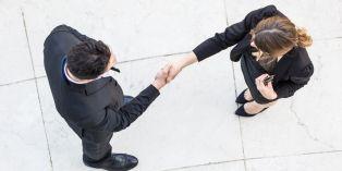 La loi sur l'égalité homme-femme adoptée