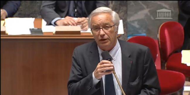 Le ministre du Travail, François Rebsamen, lors de la lecture du texte à l'Assemblée