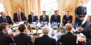 Manuel Valls et les partenaires sociaux réunis pour l'emploi dans les TPE-PME