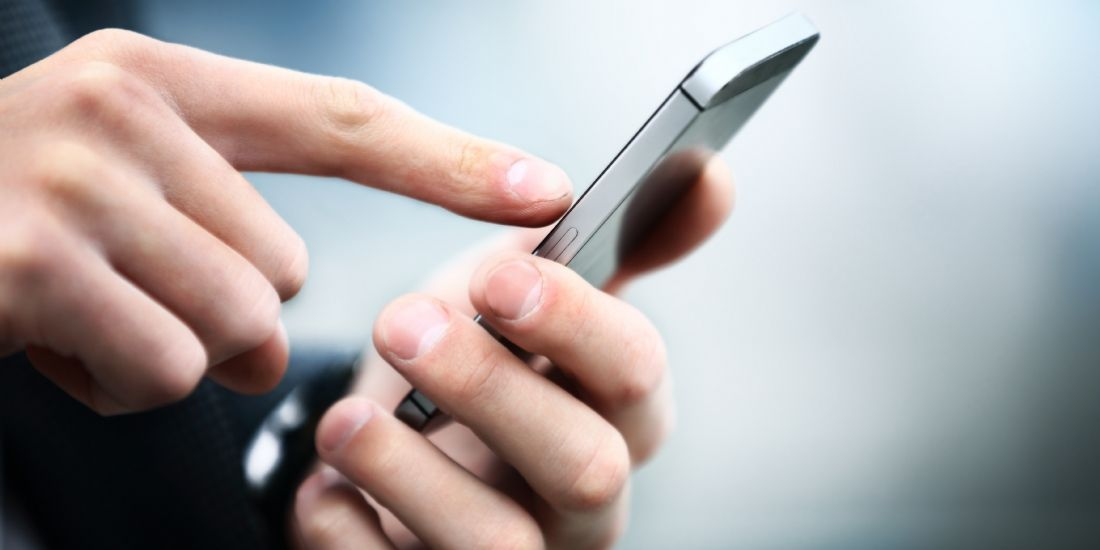 Près de trois consommateurs sur quatre utilisent leur mobile pour comparer les prix