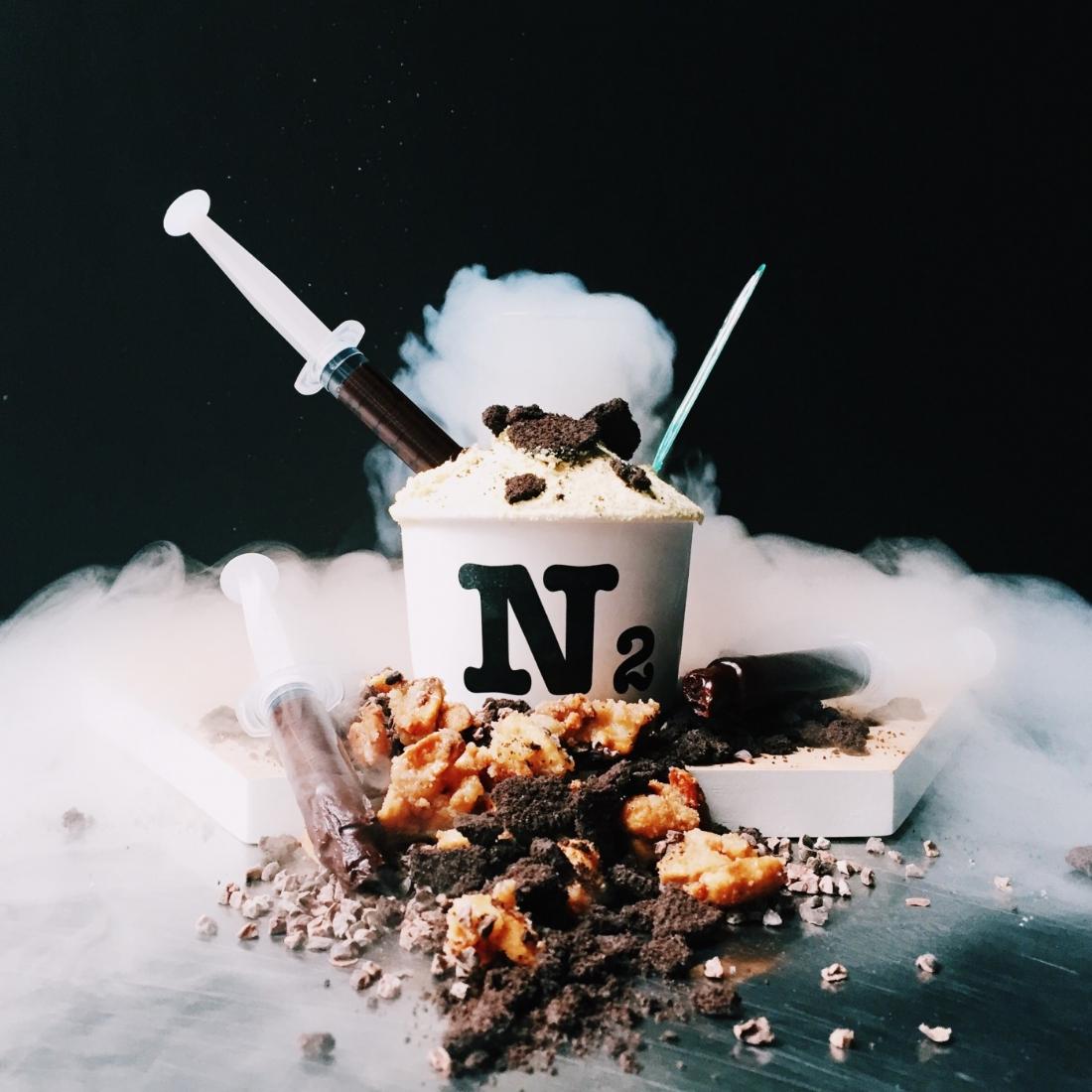 a paris un glacier utilise les codes de la cuisine mol culaire pour confectionner ses glaces. Black Bedroom Furniture Sets. Home Design Ideas