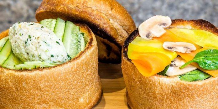 A Paris, un restaurant remplace les plats par des bols de pain