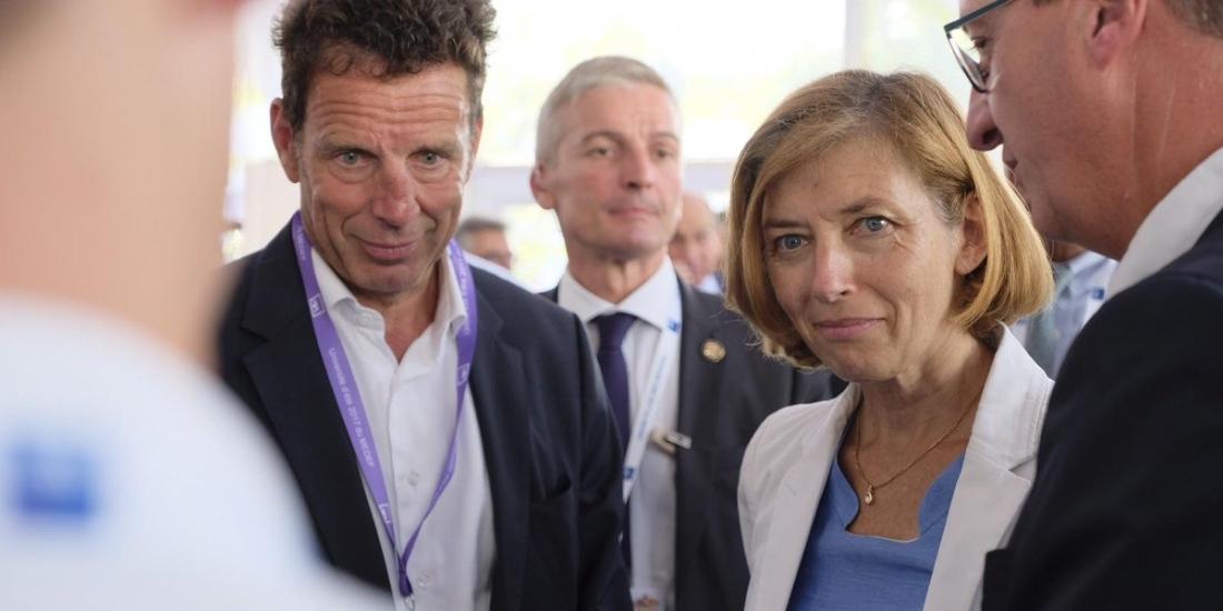 Florence Parly, ministre des Armées, en compagnie de Geoffroy Roux de Bézieux lors de l'Université d'été du Medef, mardi 29 août 2017.