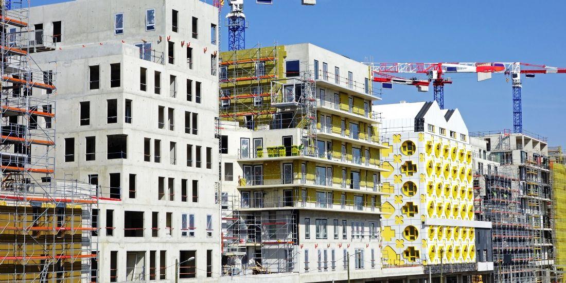 Emmanuel Macron s'engage à réduire la sur-réglementation qui bloque le secteur du bâtiment