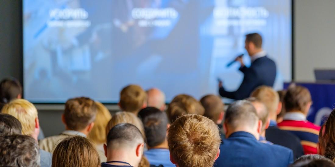 Les interventions de conférenciers en entreprise : quel ROI ?