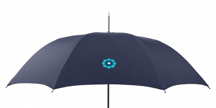Un parapluie solidaire des combattants d'aujourd'hui et d'hier