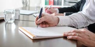 La VAE offre au salarié la possibilité de traduire en diplôme les compétences acquises en entreprise.