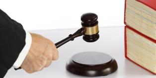 La voie judiciaire peut être longue et incertaine pour récupérer une créance.