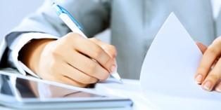 Lorsqu'il prépare son enretien obligatoire, le collaborateur liste ses souhaits de formations, d'évolution professionnelle...