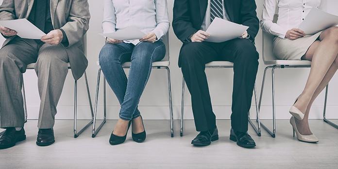 Recruter un conseiller client sans CV : comment ça marche ?