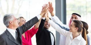 Le teambuilding rapproche les collaborateurs et favorise ainsi le travail en équipe.