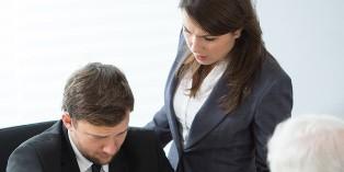 En cas de conflit avec un salarié, Un inspecteur du travail peut être chargé d'intervenir pour arbitrer entre les protagonistes.